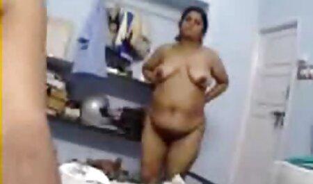 वह बेडरूम में चला गया सेक्सी फिल्म हिंदी मूवी देखने के लिए
