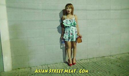 ऐलिस एक संकीर्ण के साथ एक मोटी ट्रंक पर बैठ गया और जोर से सेक्सी मूवी सेक्सी पिक्चर शिकायत