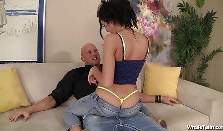 वह उसे बिल्ली और उसके पैर की उंगलियों किक करने के फुल एचडी सेक्स फिल्म लिए पसंद करती है
