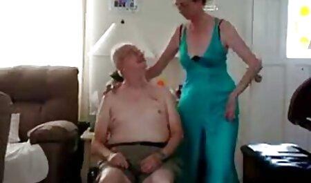 लिसा उसे गधा मुड़ सेक्सी फिल्म फुल सेक्सी और अपने बतख के लिए आदमी को उत्तेजित करता है